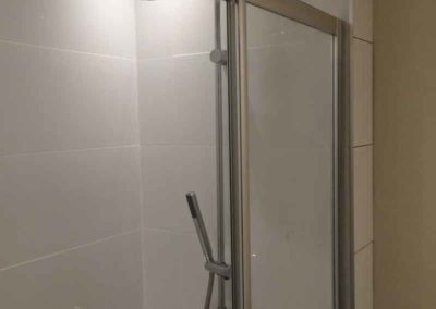 edinburgh-westside-hoste-shower