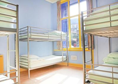 Bright 4 Bed apartment room